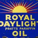 ROYAL DAYLIGHT PARAFFIN OIL RETRO TIN SIGN